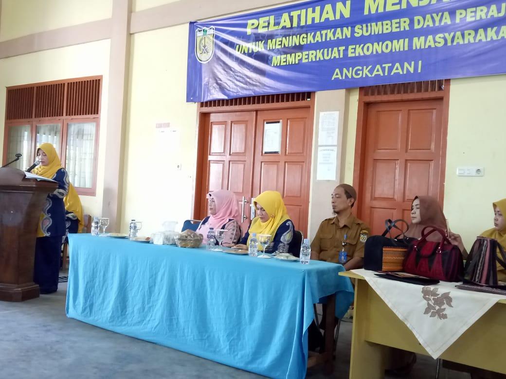 Peserta Pelatihan Menjahit Tas Binaan Dekranasda Kota Banda Aceh