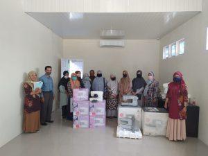 Penyerahan Mesin Jahit Serbaguna Pada Gampong Panteriek Kecamatan Lueng Bata