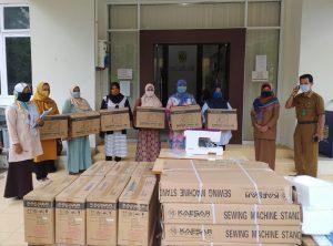 Serah Terima Bantuan Modal Mesin Jahit untuk Kelompok Usaha di Kecamatan Ulee Kareng